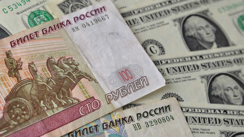 На открытии торгов рубль растёт к доллару и евро. Об