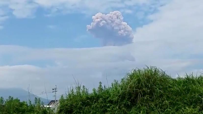 ВЯпонии извергается вулкан, вкотором находилось логово кинозлодея