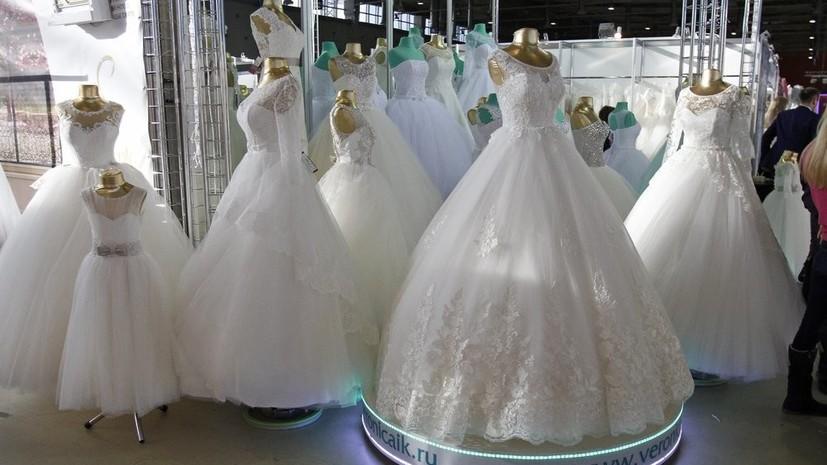 Более тысячи пар сыграют свадьбу в Москве в преддверии Дня семьи, любви и верности