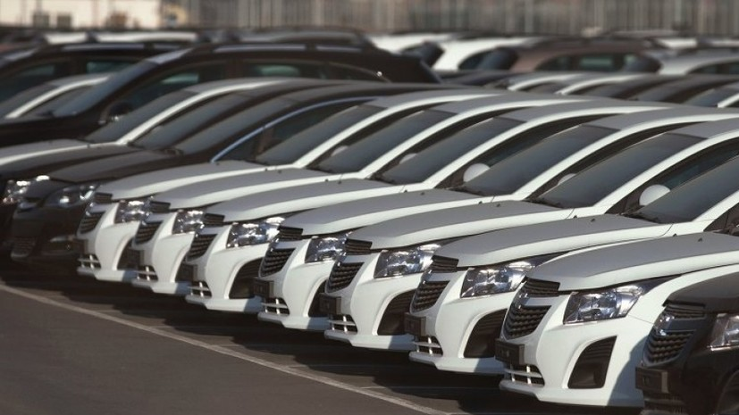 Орешкин: Россия рассматривает введение дополнительных пошлин на легковые автомобили из США