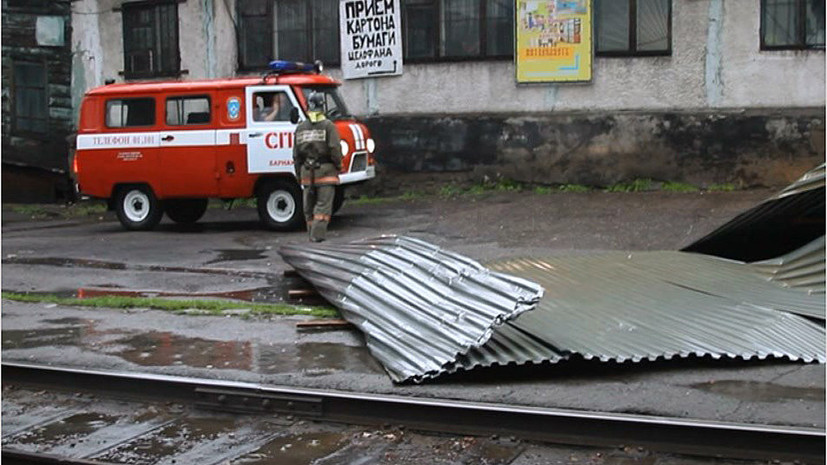 В Барнауле 15 человек пострадали из-за ЧП с плавучим кафе во время урагана