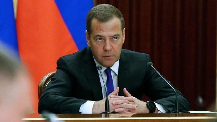 Медведев: кабмин при изменении пенсионного законодательства старается учесть интересы всех сторон