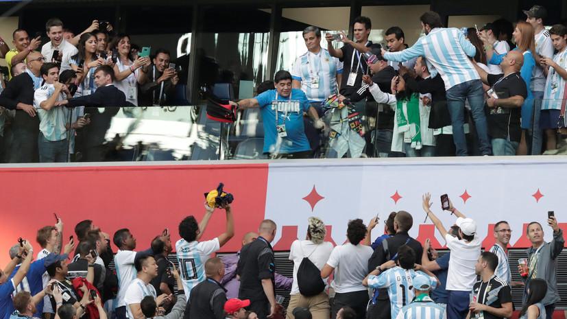 Марадона показал неприличный жест после победного гола Аргентины в матче с Нигерией