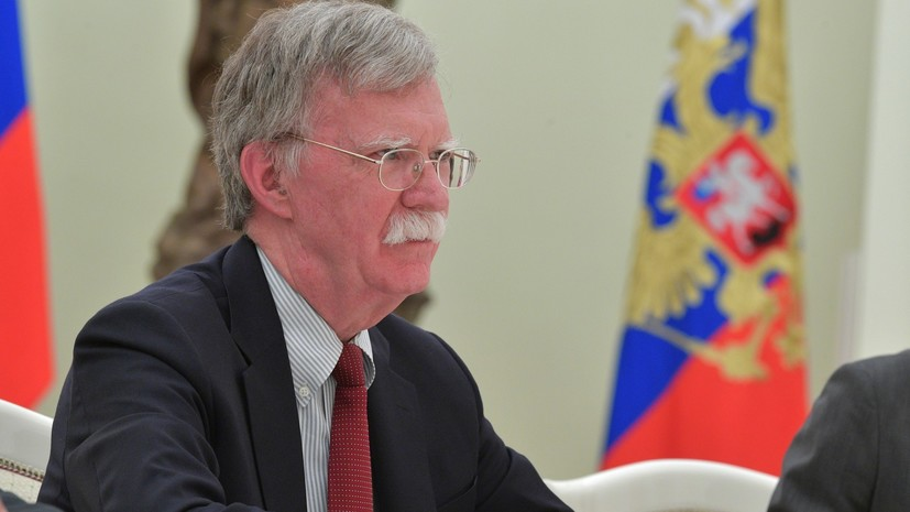 Болтон допустил обсуждение «российского вмешательства» на встрече Путина и Трампа