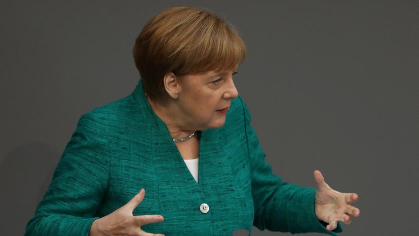 Меркель поддержала двойной подход НАТО в отношениях с Россией