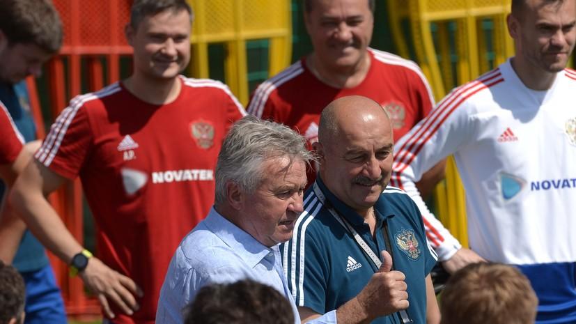 Хиддинк обратился к футболистам сборной России на тренировке