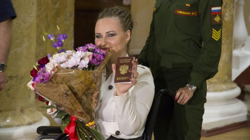 Семья обратившейся к Путину Ирины Баракат прилетела к ней в Петербург из Сирии