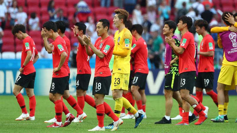 Сборную Южной Кореи по футболу закидали яйцами в аэропорту по возвращении домой
