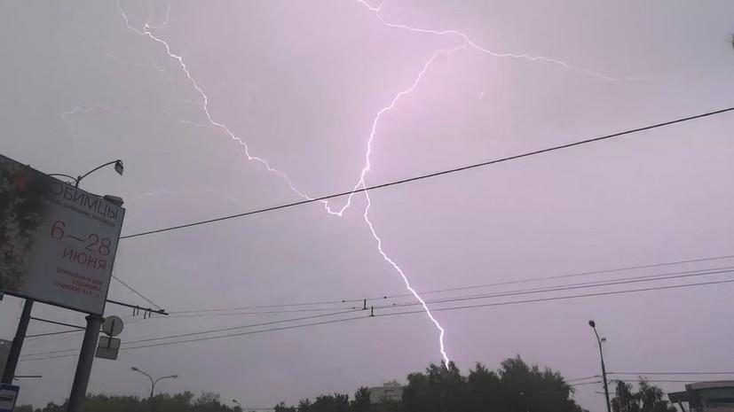 В МЧС предупредили о грозе и сильном ветре в Москве 30 июня