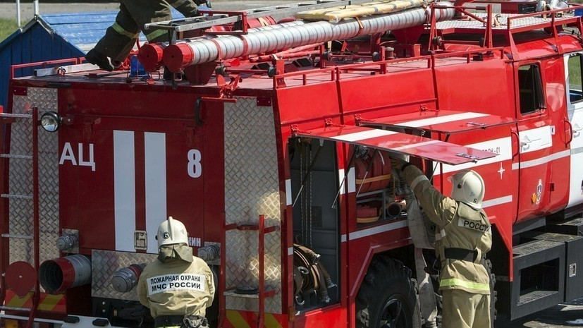 В Калининградской области потушили крупный пожар на территории бывшего комбината
