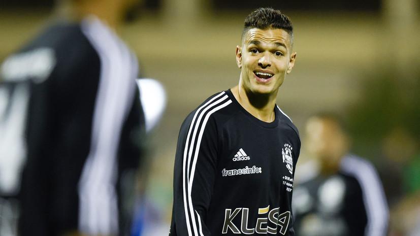 Любительский футбольный клуб предложил контракт игроку ПСЖ Бен-Арфа, в котором разрешил ему пить пиво и не стирать форму