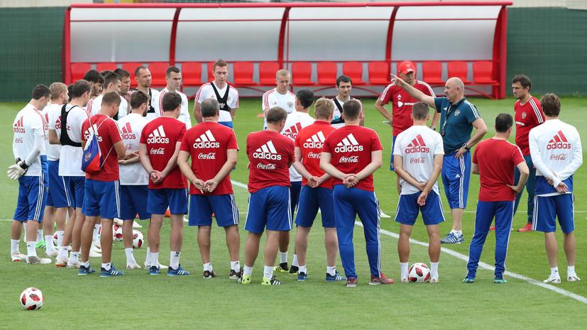 Сборная России по футболу тренируется в полном составе за день до матча с Испанией