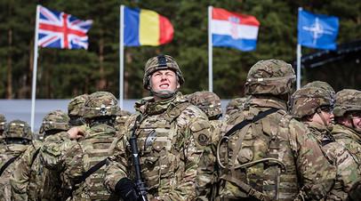 Американские солдаты на церемонии приветствия войск НАТО в Польше
