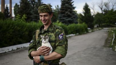 Боец ЛНР в Луганске