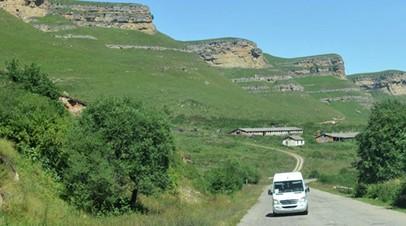 Спасатели эвакуировали более 60 туристов, застрявших в горах Карачаево-Черкесии