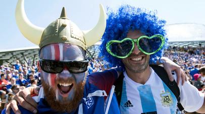 Болельщики сборных Аргентины и Исландии
