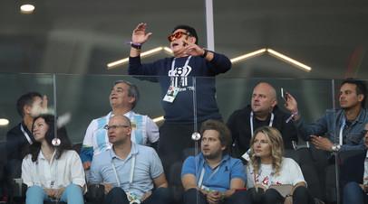 Марадона принёс извинения за курение на трибуне во время матча ЧМ-2018