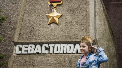 В Севастополе восстановили исторические скамьи на Малаховом кургане