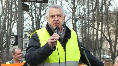 В Москве провели акцию в поддержку защитника русских школ в Латвии
