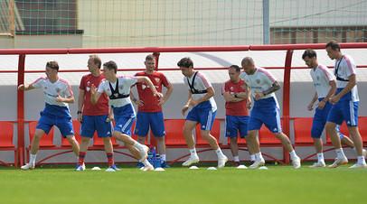 Игроки сборной России на тренировке перед матчем 1/8 финала чемпионата мира по футболу со сборной Испании