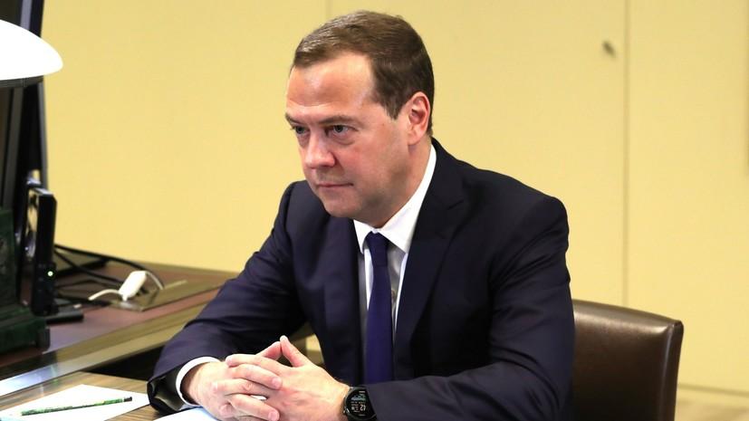 Медведев подписал документы о сборе биометрических данных граждан