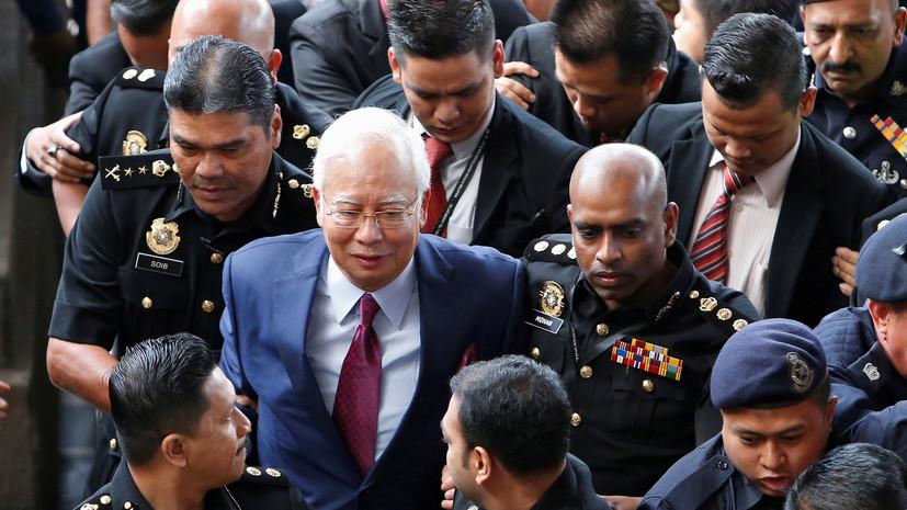 СМИ: Суд освободил бывшего премьера Малайзии под залог