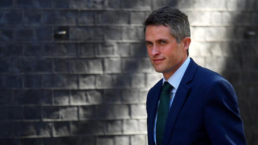 Речь министра обороны Британии в палате общин прервал голосовой помощник Siri