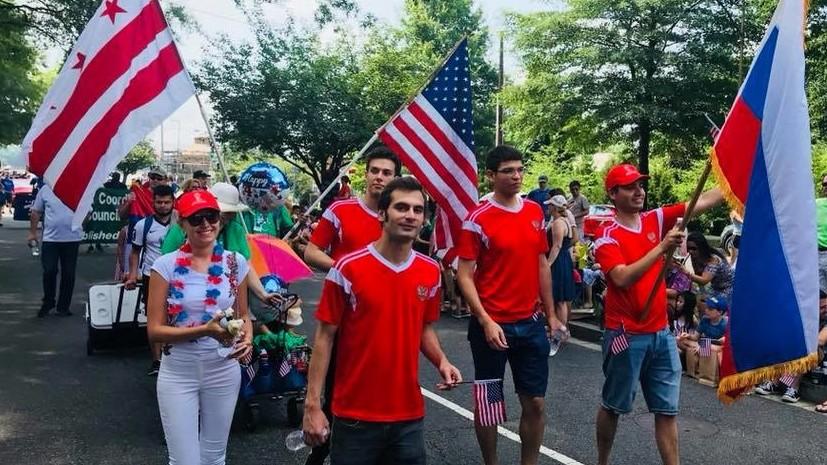 Российские дипломаты приняли участие в параде в Вашингтоне в честь Дня независимости США