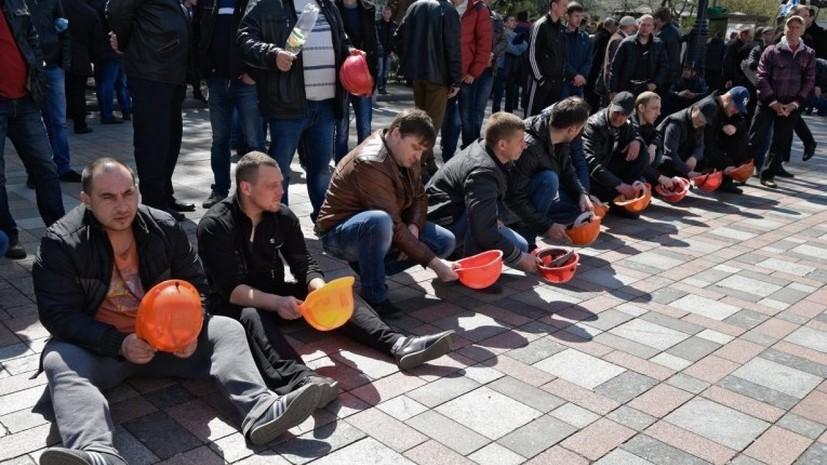 У Верховной рады протестуют несколько сотен шахтёров