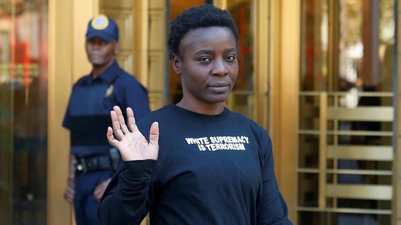 Забравшейся на статую Свободы активистке предъявили обвинения
