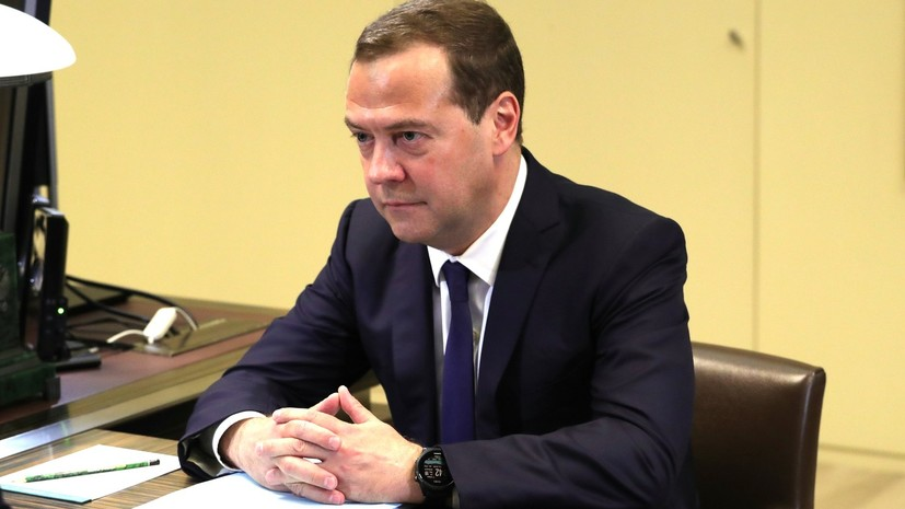 Медведев заявил, что использование программы материнского капитала будет расширено