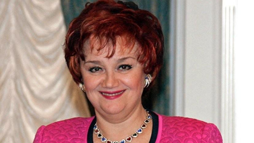 Медведев поздравил Тамару Синявскую с юбилеем
