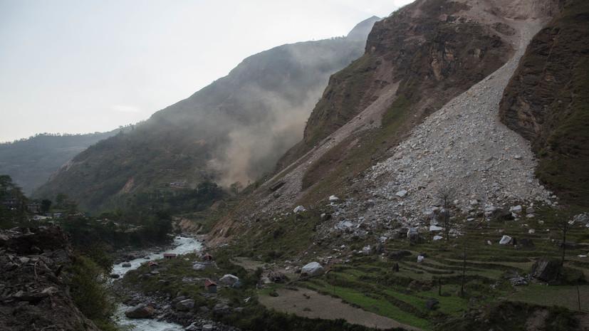 СМИ: В Непале при падении грузовика с горной дороги погибли 20 человек