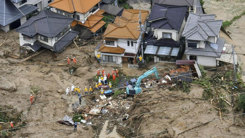 Число жертв последствий ливневых дождей в Японии возросло до 35