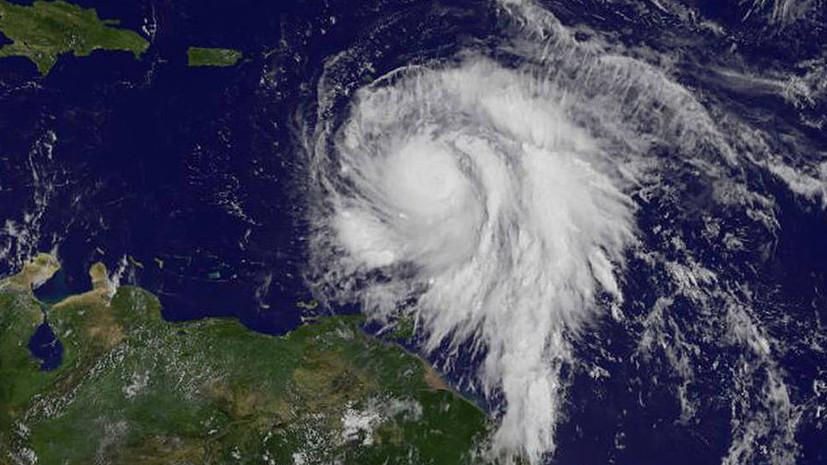 Ураган «Берил» в Атлантике ослаб до тропического шторма