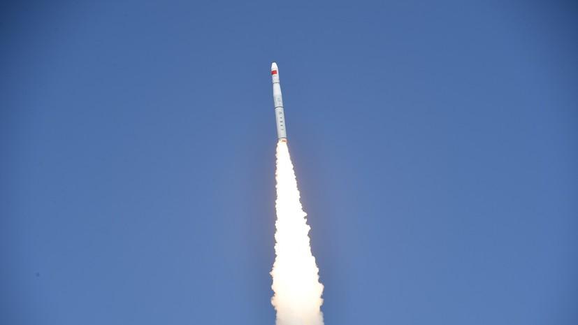 Китайская ракета успешно вывела на орбиту два пакистанских спутника