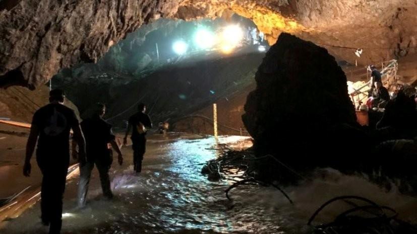Из пещеры в Таиланде вывели девятого человека