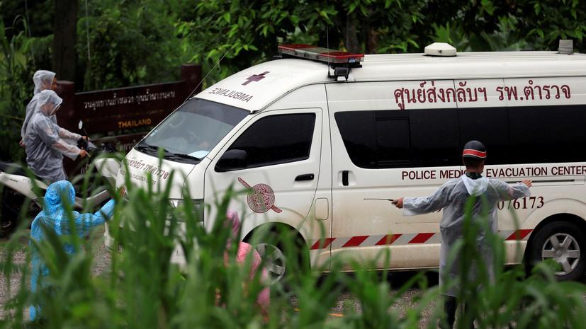 СМИ: Спасатели вытащили ещё двоих подростков из пещеры в Таиланде