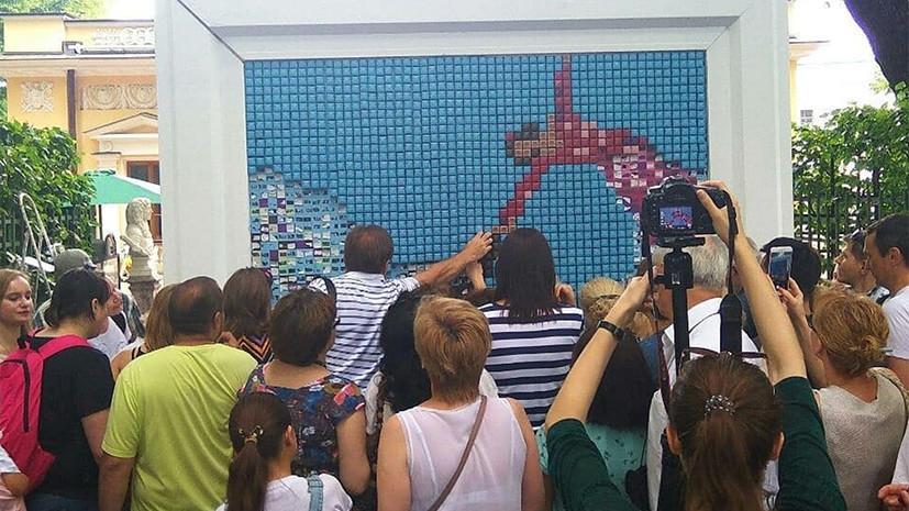 В Петербурге представили картину из трёх тысяч конфет
