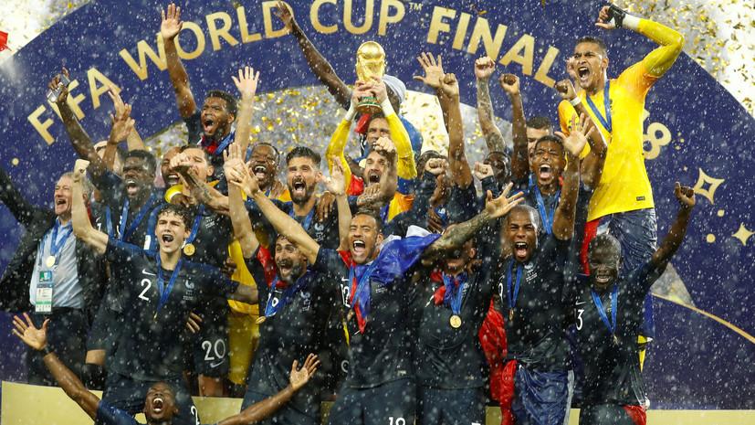 Под ливнем эмоций: сборной Франции по футболу вручили золотые медали и кубок чемпионата мира