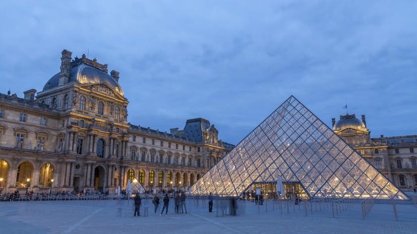 Лувр показал «Мону Лизу» в футболке сборной Франции в честь победы на ЧМ-2018