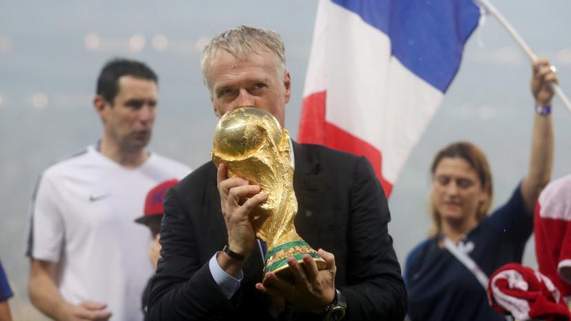 Футболисты сборной Франции облили Дешама шампанским на пресс-конференции после финала ЧМ-2018