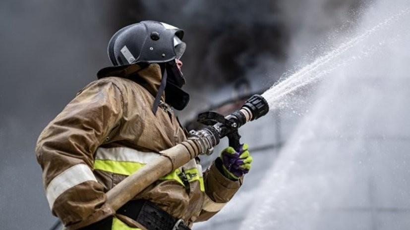В МЧС сообщили о пожаре в одноэтажном строении в Москве