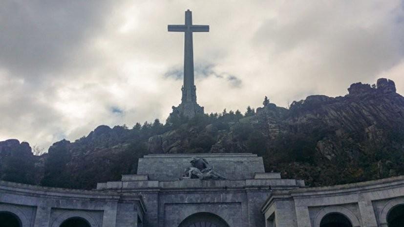 Родственники испанского диктатора Франко согласились на перезахоронение его останков