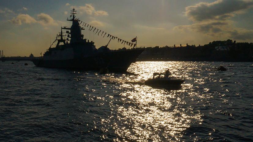 В Петербурге прошла ночная репетиция парада ко Дню ВМФ