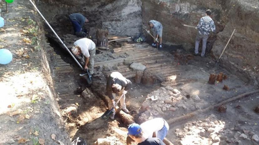 При работах по благоустройству в центре Москвы найдены предметы XVIII—XX веков