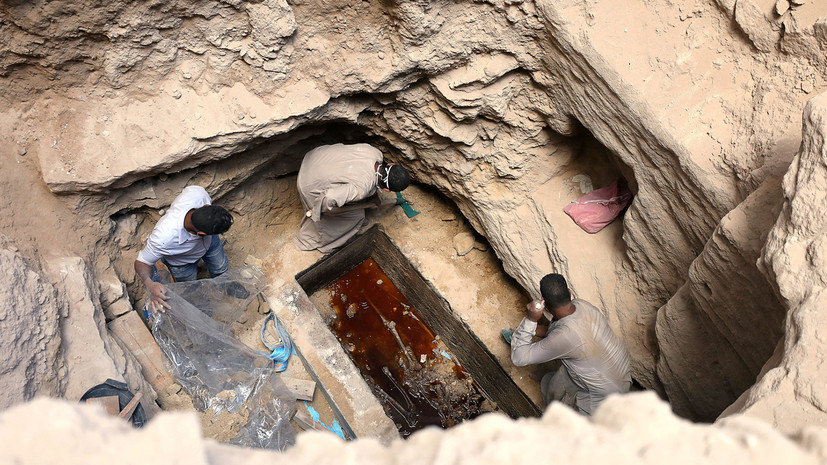 «Египет любит создавать сенсации»: с чем связан ажиотаж вокруг найденного в Александрии чёрного саркофага