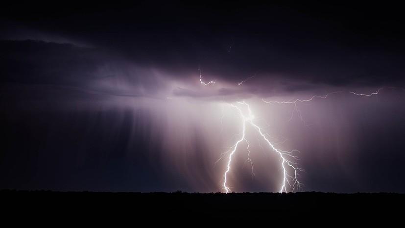 В Благовещенске объявили режим ЧС из-за сильного ветра и ливней