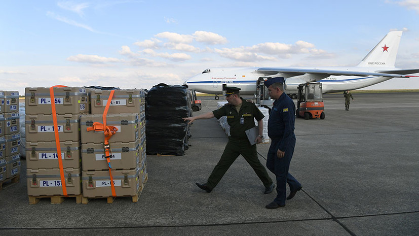 Тяжёлый военно-транспортный самолёт Ан-124 «Руслан» ВКС России доставил на аэродром