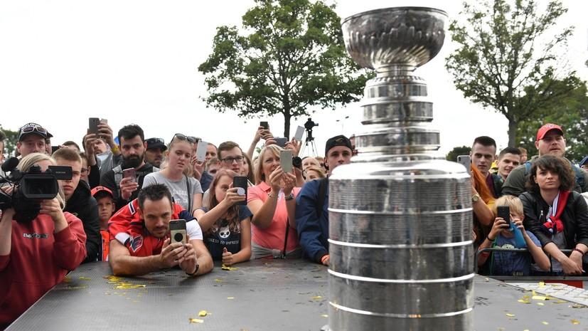 Директор по развитию хоккеистов «Вашингтона» наполнил Кубок Стэнли мороженым